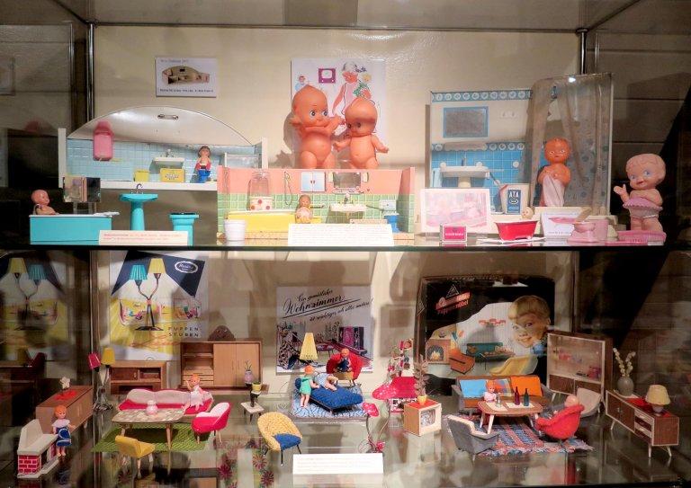 Grossansicht in neuem Fenster: Puppenstuben in der Sonderausstellung