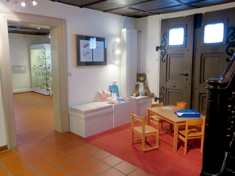 Grossansicht in neuem Fenster: Die Lese- und Malecke im Erdgeschoss