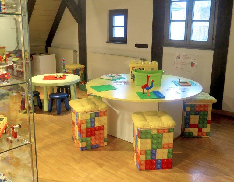 Grossansicht in neuem Fenster: Grossansicht in neuem Fenster: Blick in die LEGO Sonderausstellung 6